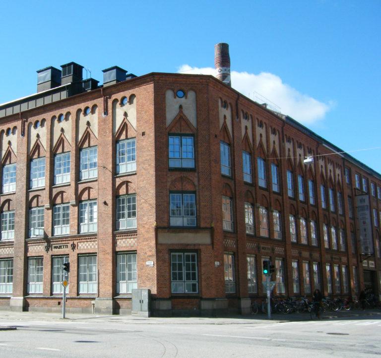 Serieskolan ligger på översta våningen i Kulturhuset Mazetti i Malmö.